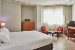 A bed or beds in a room at Silken Luis de León