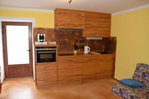 Kuchyňa alebo kuchynka v ubytovaní Apartments Mrakič