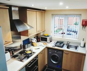 A kitchen or kitchenette at Reeves Apartment