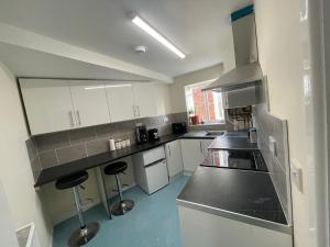 A kitchen or kitchenette at City centre appartments new build