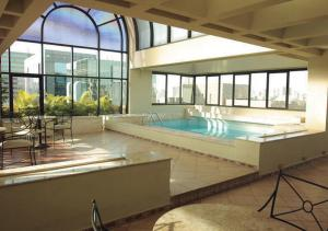 The swimming pool at or near Estanplaza Nações Unidas