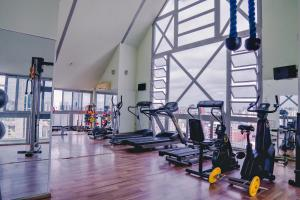 The fitness center and/or fitness facilities at Master Curitiba Hotel - Centro - A 2km do Batel
