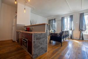 A kitchen or kitchenette at Cosy République
