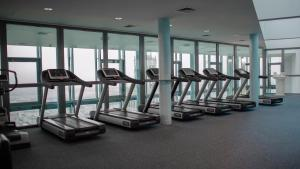 Centrum fitness w obiekcie InterContinental Warszawa, an IHG Hotel
