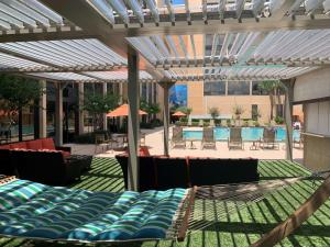 The swimming pool at or close to Best Western Orlando Gateway Hotel