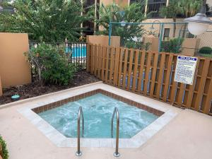 The swimming pool at or near Best Western Orlando Gateway Hotel