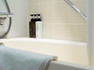 A bathroom at Mitsui Garden Hotel Shiodome Italia-gai