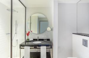 A bathroom at InterContinental Jordan, an IHG Hotel