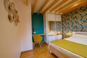 A bed or beds in a room at La Chambre D'amis LA COSTIGNIERES