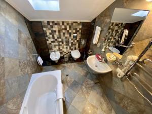 Ванная комната в Sunlion Баунти Hotel