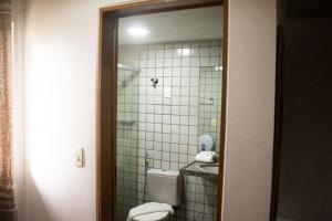 A bathroom at Caruaru Pallace Hotel