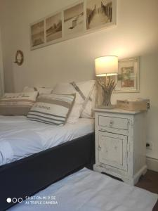A bed or beds in a room at Chambre au panier