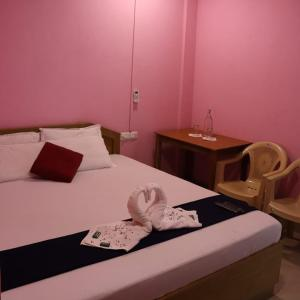 A bed or beds in a room at Purnima Residency