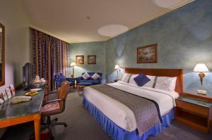 Cama ou camas em um quarto em Holiday Inn Al Khobar, an IHG Hotel