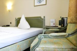 A bed or beds in a room at Hotel Alexandra