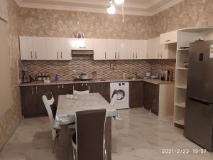 A cozinha ou cozinha compacta de Family villa in Qabala