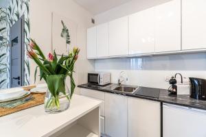 Kuchnia lub aneks kuchenny w obiekcie RoomService