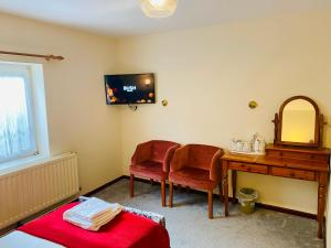 A television and/or entertainment center at Mount Pleasant Hotel