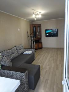 A seating area at Apartment with balcony on Peremohy Avenue 43