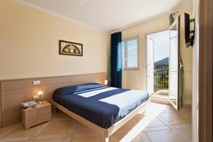 A bed or beds in a room at Posidonia Residence