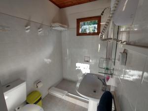 Un baño de Cabañas Austral