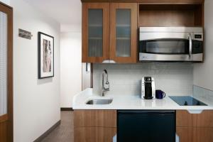 A kitchen or kitchenette at Club Quarters Hotel, Grand Central