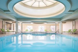 The swimming pool at or close to Four Seasons Chicago