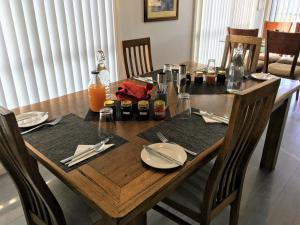 A restaurant or other place to eat at Storm Bay B&B