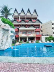 The swimming pool at or near Zoé's Paradise Waterfront Hotel