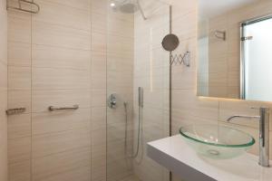 Kylpyhuone majoituspaikassa Afandou Beach Resort Hotel