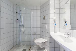 A bathroom at Quality Hotel Vøringfoss