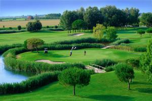 Golf v rezortu nebo okolí