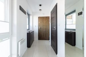 A kitchen or kitchenette at Victus Apartamenty, Apartament Villa Sunrise