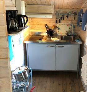 Küche/Küchenzeile in der Unterkunft Tofvehults Boende