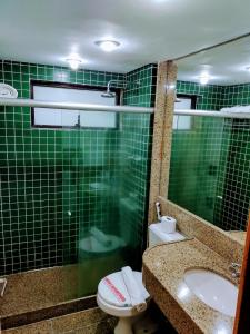 A bathroom at Golden Park Recife Boa Viagem