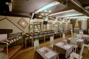 A restaurant or other place to eat at Akvareli Resort