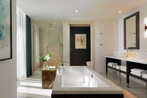 A bathroom at Kimpton EPIC Hotel, an IHG Hotel