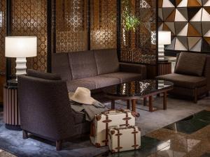 A seating area at Hotel The Celestine Tokyo Shiba