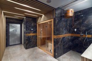 A bathroom at Love Sopot Residence