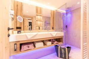 A bathroom at 4*S Galtenberg Resort