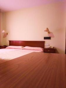 A bed or beds in a room at Hotel Capital de Galicia
