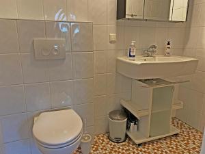 A bathroom at Villa Prinsenhof # Eén