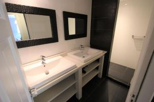 A bathroom at Vakantieboerderij Sneek