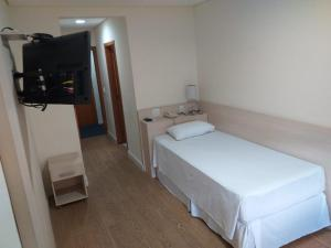 A bed or beds in a room at Hotel Hetropolis