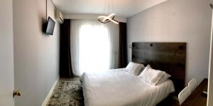 A bed or beds in a room at Hotel Anthousa