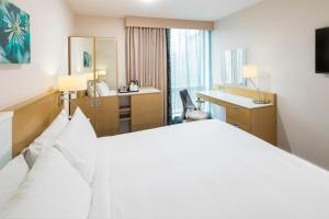 A bed or beds in a room at Hilton Garden Inn Bristol City Centre