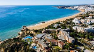 Ett flygfoto av Auramar Beach Resort