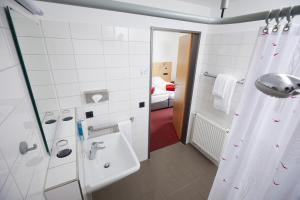 A bathroom at Hotel Haus vom Guten Hirten
