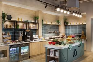 A kitchen or kitchenette at Staybridge Suites - Dundee, an IHG Hotel