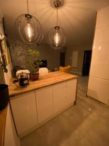 A kitchen or kitchenette at Apartament Centrum- Art&Design
